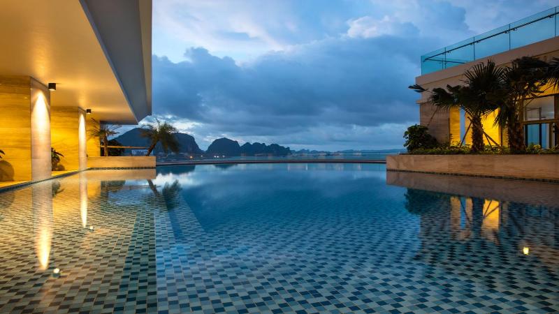 Khách sạn cách ly - Wyndham Legend Hạ Long, Quảng Ninh