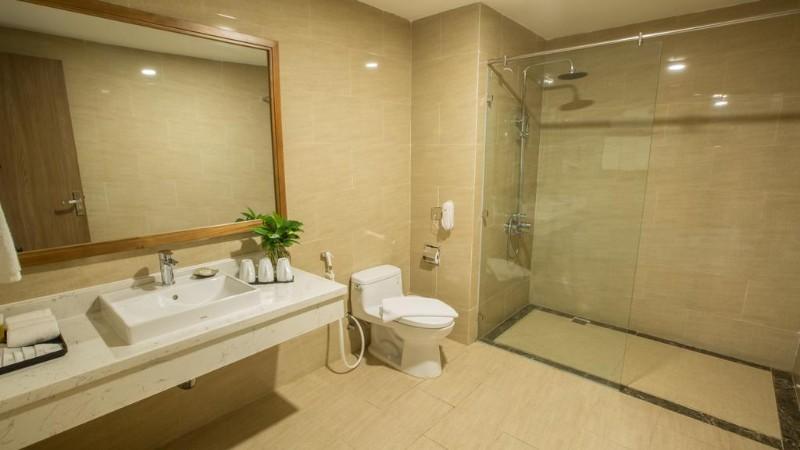 Phòng tắm bên trong